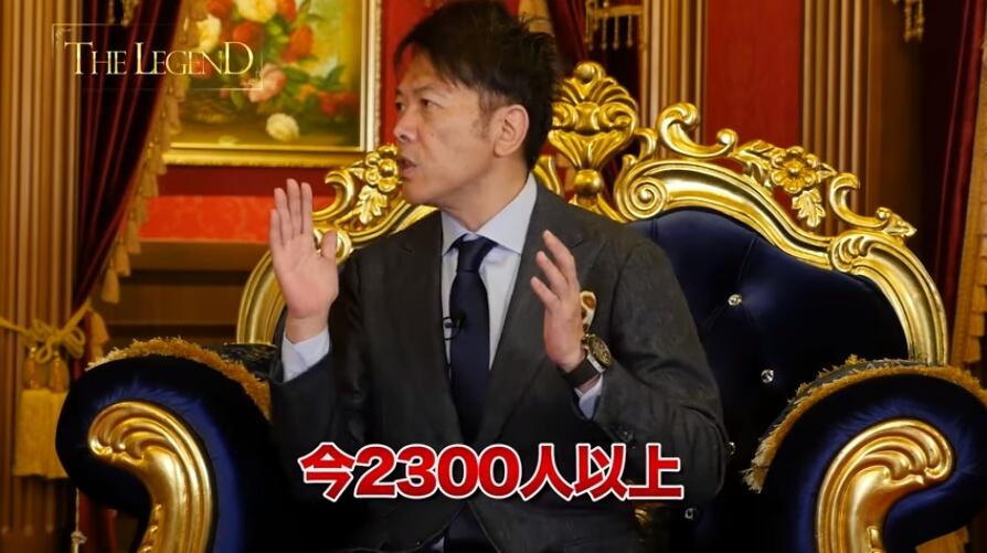 """2300人の生徒がいる事を話す画像"""""""""""